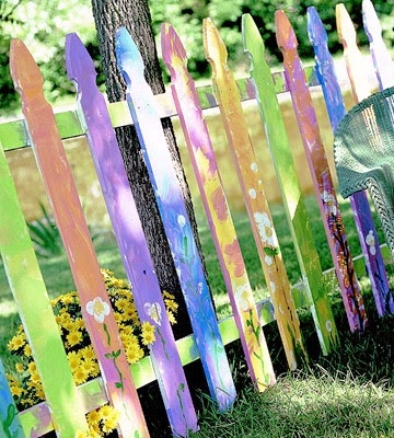 Как покрасить забор из штакетника