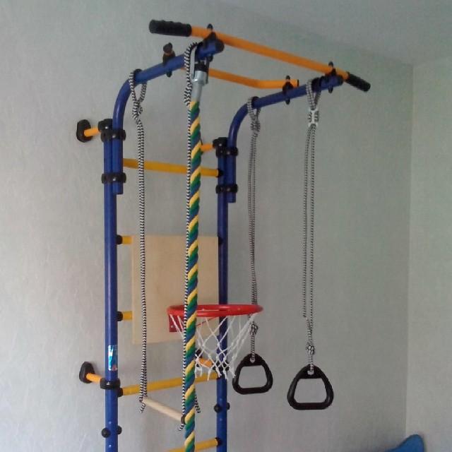 Спортивные уголки в детскую комнату