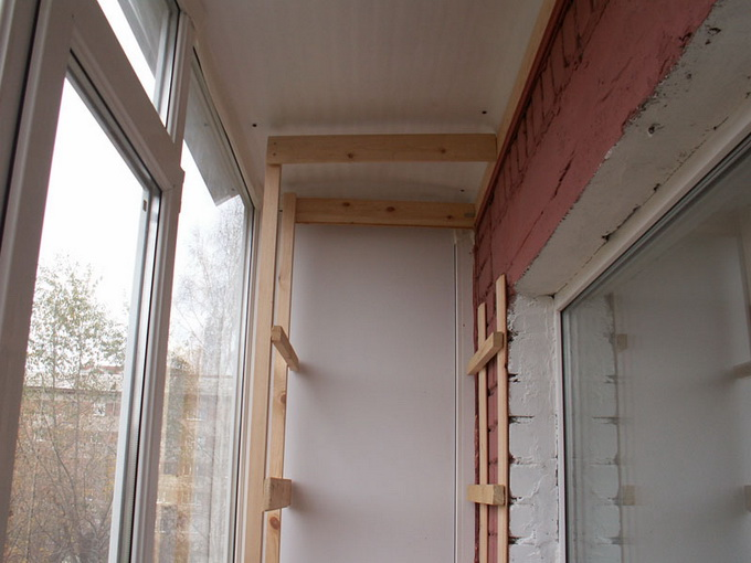 Полки на балконе своими руками