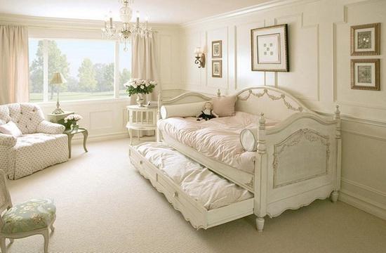 Деревянные кровати: идеи для спальни