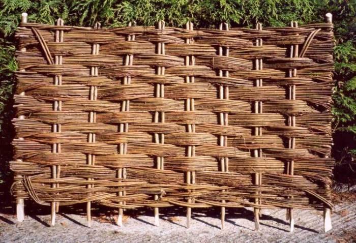 Деревянный забор — от установки до процедуры окрашивания