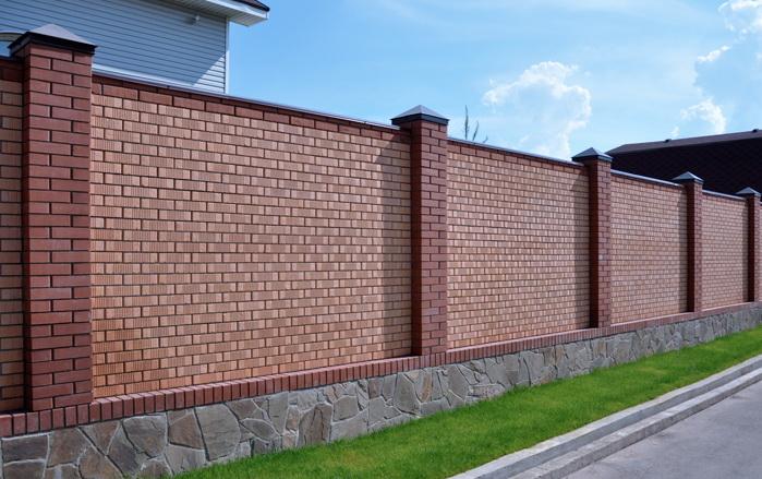 Забор изо кирпича своими руками