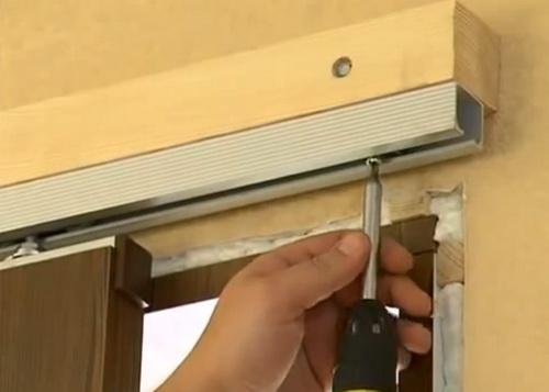Установка купейной двери своими руками 92