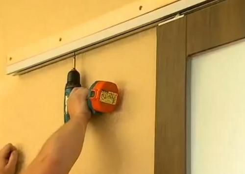Установка купейной двери своими руками 34