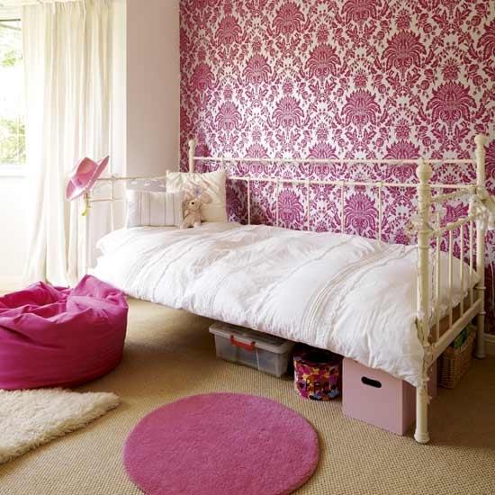 Белая кровать, как элемент романтичной спальни