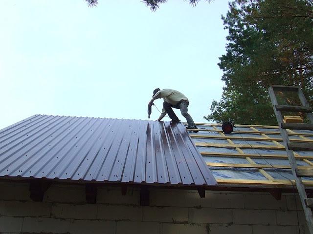 Выбираем профнастил на крышу. Монтаж